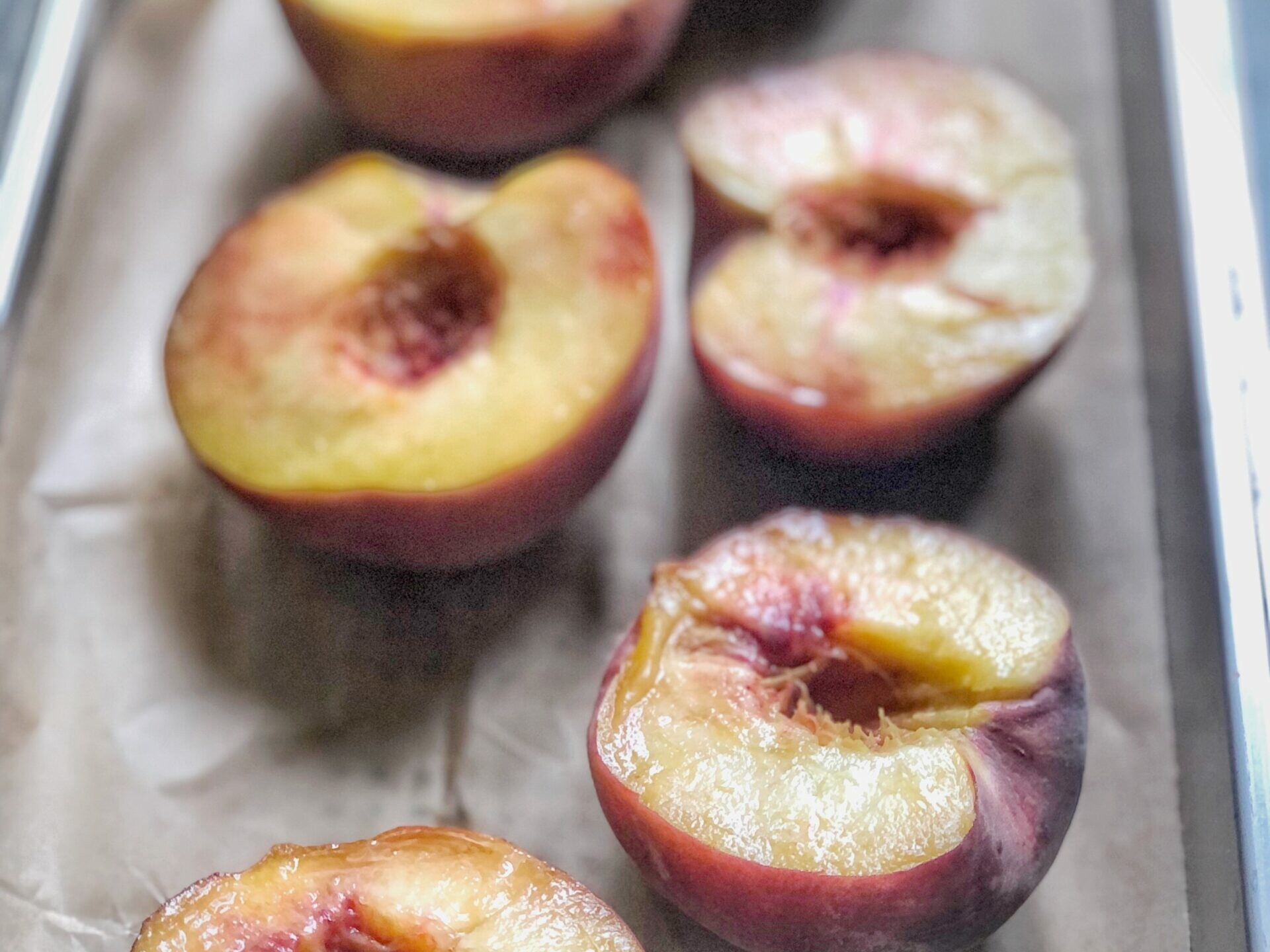 Pochierte Pfirsiche im Dampfgarer
